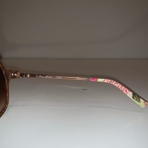 "Vera Bradley Accessories - Rare Vera Bradley ""Jane"" Tortoise Sunglasses"